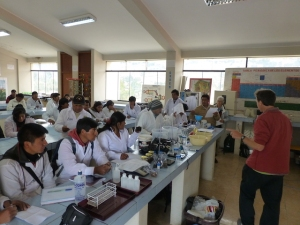 Dia de campo (y laboratorio) sobre de metodologias de medir salud de suelos, Universidad Huancavelica, Peru